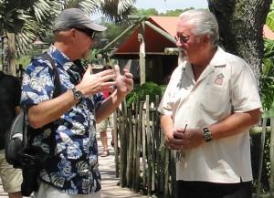 Abb.2 Andreas Kaufmann bei einer Diskussion im Zoo