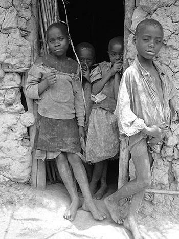 Batwa-Kinder fotografiert von dem Dokumentarfilmer Fritz Ofner.