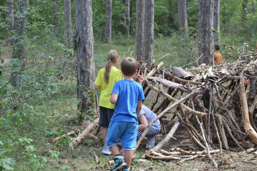 Abb.5: Teil der Workshops: Holz als Naturwerkstoff erleben und im wahrsten Sinne beGREIFEN. © Ulrike Mittermüller