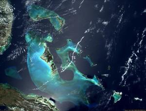 Satellitenbild der Bahamas aus dem Jahr 2000; Sie sind vom Klimawandel akut betroffen: der höchste Punkt liegt auf 63m über dem Meer